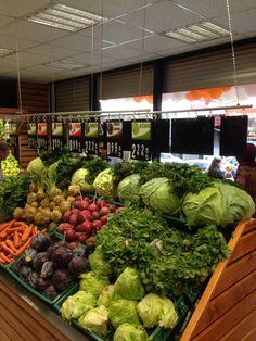 www.rafso.com #Market Raf sistemleri #Depo Raf Sistemleri #shelves #Rack storage shelf systems #Supermarket Desing #Hypermarket Desing #Retail Desing #Shop Interiors #Supermarket Fruit & Vegetable Shelving #Supermarkets grocery store desing #Produce Areas Fruit And Veg Shop, Vegetable Shop, Supermarket Design, Fruit Displays, Coffee Design, Fruits And Vegetables, Store Design, Grocery Store, Restaurant
