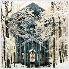 Thorncrown Chapel in the woods, Arkansas in winter. This is one of two of my dream wedding locations. I have not seen this place in person but the pictures look breathtaking for any season. Chapel In The Woods, Eureka Springs Arkansas, Arkansas Usa, Places To Get Married, Winter House, Place Of Worship, Kirchen, Wedding Locations, Getting Married