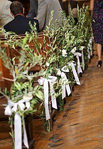 Bout de banc en rameaux d'olivier... Moi qui cherchait une idée pour l'allée de la cérémonie... La même avec des brins de blé ça doit péter !