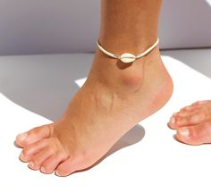 Beach bracelet leather fringe w turquoise Cowrie shell Silver Ankle Bracelet, Foot Bracelet, Shell Bracelet, Ankle Bracelets, Leather Fringe, Leather And Lace, White Leather, Cowrie Shell Necklace, Gypsy Bracelet