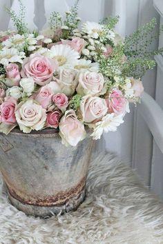 roses + daisies | flowers + floral arrangement