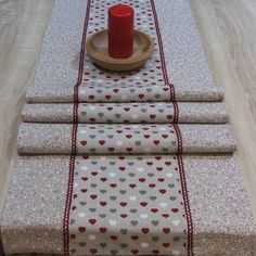 Režné Vianoce malé srdiečka s bodkami - stredový obrus 140x40