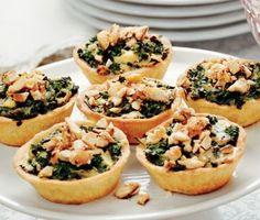 Recept: Minipajer med grönkål, ädelost och mandel