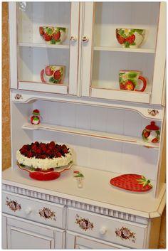 white vintage dining room cabinet