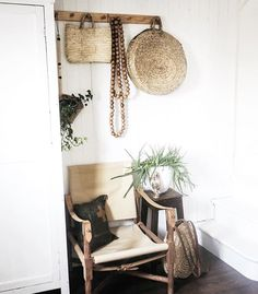 When the kids are at school and the hallway is tidy 🙌🙈 #design #interior #interieur #boho #bobo #bohemian #howiboho #rustic #modernrustic #ethnic #boheme #scandi #scandinavian #scandinave #nordic #styleatmine #basket #currentdesignsituation #myhomevibe #industrial #myhomevibe #vtwonen #interiordesign #vintage #interior123 #vintage #finditstyleit #hallway #decor #apartmenttherapy