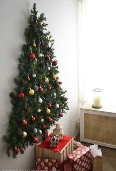 Adorable 55 Simple Christmas Apartment Decoration Ideas https://homeastern.com/2017/11/21/55-simple-christmas-apartment-decoration-ideas/