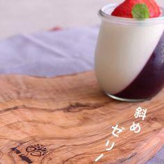 今回は2種類のゼリーを使った斜めゼリーを作り方をご紹介します。 ぜひ皆さんもチャレンジしてくださいね! Mini Desserts, Snack Recipes, Dessert Recipes, Cooking Recipes, Homemade Soy Milk, Easy Sweets, Japanese Sweet, English Food, Cafe Food