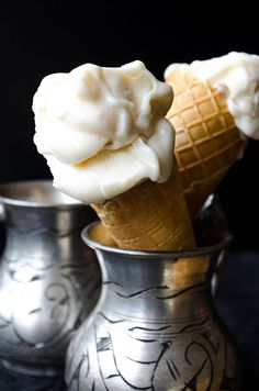 Elastic Turkish Ice Cream Turkish Ice Cream ~ Ice cream is called dondurma in Turkish. What makes it different from other ice creams around the world is its texture and flavor. No ice cream maker needed. Frozen Desserts, Frozen Treats, Just Desserts, Delicious Desserts, Dessert Recipes, Yummy Food, Gelato, Paella, Mezze