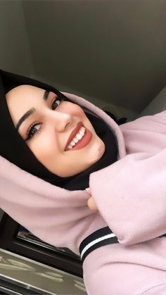 Niqab Fashion, Modest Fashion Hijab, Arab Girls Hijab, Muslim Girls, Beautiful Muslim Women, Beautiful Hijab, Islamic Fashion, Muslim Fashion, Hijab Dress
