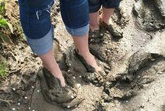 Parco sensoriale cinque sensi, a piedi nudi nel fango
