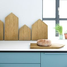 Buy the Chopping board Cutting board 1 from Ferm Living, on Made in Design - 48 to 72 hours delivery. Oak Chopping Board, Diy Cutting Board, Deco Table, Of Wallpaper, Little Houses, Danish Design, Scandinavian Style, Scandi Style, Furniture Making