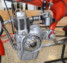 Motom 50cc. 1957 4 stroke race engine | ^ https://de.pinterest.com/pin/497929302529948914/