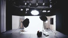 6 astuces pour réussir les photos de vos produits en e-commerce De nos jours, l'e-commerce prend une place importante dans la stratégie digitale de chaque entreprise. C'est pourquoi, une conception… Three Point Lighting, High Key Lighting, Lighting Setups, Video Lighting, Studio Lighting, Unique Lighting, Home Studio Photography, Flash Photography, Photography Business