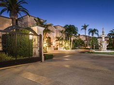 Palazzo di Amore – Most Expensive House, 9505 Lania Lane, Beverly Hills, CA 90210 - page: 1 Palazzo, Mega Mansions, Mansions Homes, Expensive Houses, Most Expensive, Beverly Hills Mansion, Million Dollar Homes, Modern Mansion, Big Houses
