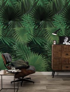 Our designs are printed on the best non-woven wallpaper there is. This type of wallpaper is easy to apply: bring your glue with a roller directly onto your wall. It's much easier and faster. Palm Wallpaper, Cole And Son Wallpaper, Tropical Wallpaper, Botanical Wallpaper, Green Wallpaper, New Living Room, Living Spaces, Brick Bedroom, Tropical Home Decor