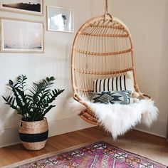 Cool And Contemporary hanging chair rope knot only in times home design My New Room, My Room, Bedroom Chair, Bedroom Decor, Bedroom Furniture, Wall Decor, Woven Chair, Swinging Chair, Deco Design