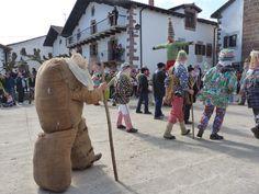 Los carnavales de Lantz son conocidos por ser uno de los más transgresores del carnaval rural vasco. Foto: Dantzan