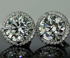 #Diamond Studs - the Perfect Holiday Gift for her