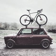 findyourfast: This is how I am getting to cyclocross races. Bike on top and loaded up back seat, because I haven't got any boot space. I will do a post on what I take to races at the end of cross season. Mini Cooper Classic, Classic Mini, Classic Cars, Bicycle Women, Road Bike Women, My Dream Car, Dream Cars, Bmx, Minis