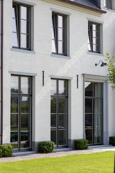 white brick house with black windows Exterior House Colors, Exterior Design, White Brick Houses, Painted Brick Exteriors, Modern Colonial, Facade House, Classic House, House Painting, House Design