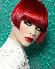 Red Short Bob Haircuts, Bob Hairstyles, Blunt Hair, Costume Noir, Really Short Hair, Beautiful Haircuts, Shaved Hair, Mermaid Hair, Rainbow Hair