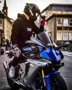 YZF-R1 Yamaha Yzf R, Holden Commodore, Sportbikes, Motorcycle Bike, Bike Life, Cool Bikes, Motocross, Cars And Motorcycles, Motorbikes