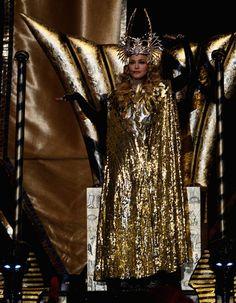 E no intervalo da final do Super Bowl - campeonato de futebol americano: 12 minutos de Madonna! Quem não assistiu, veja já! E quem já viu, vale o repeat! E