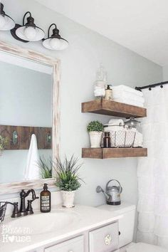 #Fresh bathrooms ideas for your #guests in a Rising Barn - Risingbarn.com. #clean #simple #rustic #farm #house #white #bathroom #home #interior