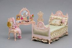 1:12 scale dollhouse miniature shabby chic styled bedroom suite by CDHM Artisan Alice Gegers of Minis-4-All