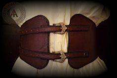 Cintura corsetto fantasy in cuoio di LaborARTorIA su Etsy https://www.etsy.com/it/listing/473911395/cintura-corsetto-fantasy-in-cuoio