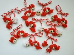 Yarn Crafts, Diy And Crafts, Crafts For Kids, Baba Marta, International Craft, Yarn Dolls, Boutique Hair Bows, 8th Of March, Holiday Traditions