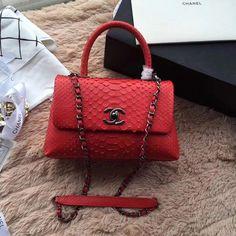 2018 Chanel Handbags and Purses Source by kailynrowe and purses crossbody Fall Handbags, Hermes Handbags, Burberry Handbags, Handbags Michael Kors, Louis Vuitton Handbags, Purses And Handbags, Red Purses, Sacs Design, Designer Leather Handbags