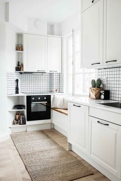 If you are looking for Scandinavian Kitchen Decor Ideas, You come to the right place. Below are the Scandinavian Kitchen Decor Ideas. Kitchen Cabinets Decor, Kitchen Cabinet Design, Farmhouse Kitchen Decor, Interior Design Kitchen, Farmhouse Design, Country Farmhouse, Minimalist Kitchen Cabinets, Minimal Kitchen, Scandinavian Kitchen Renovation