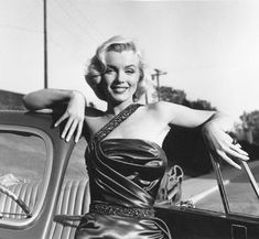 Marilyn Monroe is considered to be Hollywood blonde bombshell