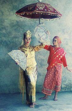 History of the Philippines, The Philippines, Filipinos Filipiniana Dress, Filipino Culture, Philippines Culture, Visayas, Costumes Around The World, Mindanao, Cute Corgi, Folk Costume, Historical Clothing