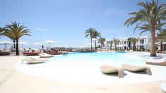 Destino Pacha Ibiza Resort.Pacha, één van dé clubs van het eiland, heeft ook een stijlvol boetiekresort. Met dito spa, wellness en fitness.Avenida Cap Martinet S/N - 07819, Santa Eulalia del Rio