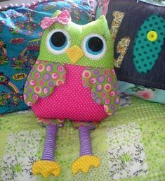 Ideas for handmade – Owls are happen different: big-eyed, sleeping, cool pictures) Owl Sewing, Sewing To Sell, Sewing Toys, Sewing Crafts, Sewing Projects, Fabric Toys, Fabric Crafts, Handmade Stuffed Animals, Owl Pillow