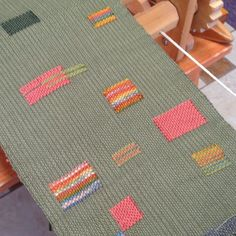 Chicago Weaving School Dreamweaver Mary Baim explores the Theo Moorman technique. Weaving Textiles, Weaving Art, Weaving Patterns, Tapestry Weaving, Loom Weaving, Hand Weaving, Weaving Wall Hanging, Peg Loom, Weaving Projects