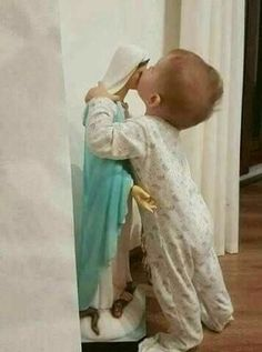 Mama Mary, Catholic Kids, Catholic Prayers, Catholic Saints, Religious Pictures, Jesus Pictures, Religious Art, Blessed Mother Mary, Blessed Virgin Mary