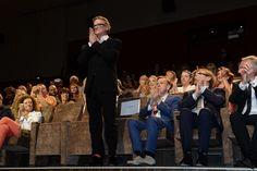 """Il regista Nick Hamm riceve il meritatissimo applauso della 73. Mostra del Cinema di Venezia all'anteprima del film """"Il Viaggio (The Journey)"""" © La Biennale foto ASAC"""