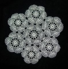 Source by zekiyeturkey Needle Tatting, Needle Lace, Needle And Thread, Crochet Home, Crochet Crafts, Crochet Blocks, Crochet Patterns, Vintage Crochet Dresses, Point Lace