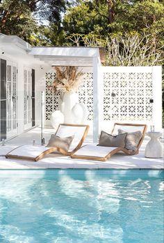 relaxing pool – rustic home exterior Byron Bay Beach, Small Beach Houses, White Beach Houses, Dream Beach Houses, Living Pool, Design Exterior, My Pool, Pool Houses, Beach House Decor