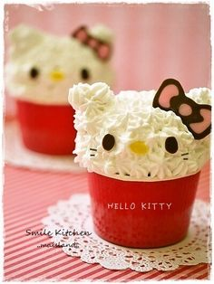 Hello Kitty Cupcake. @Carrie Mcknelly Mcknelly Lianne @Tabitha Gibson Gibson Green Can one of you domestic goddesses make these!?