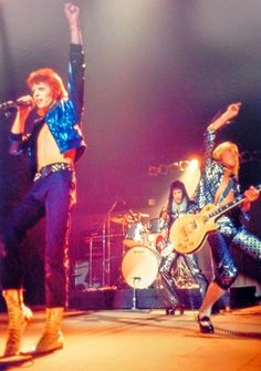 Ziggy Stardust iconic photo Bowie & Mick Ronson