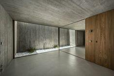 Gallery of House in Estrela / Aires Mateus - 18 Concrete Facade, Concrete Architecture, Concrete Houses, Concrete Wood, Art And Architecture, Futuristic Architecture, Patio Interior, Home Interior Design, Exterior Design
