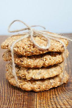 Owsiane ciasteczka z sezamem, słonecznikiem i siemieniem lnianym. Healthy cookies Bread, Food, Meal, Essen, Hoods, Breads, Meals, Sandwich Loaf, Eten