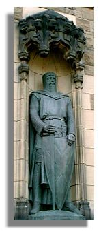 This statue of Sir William Wallace is located at the main entrance to Edinburgh Castle.