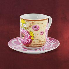 Für den süßen Snack am Nachmittag ist dieses Geschirr-Set genau richtig - und der Donut schmeckt noch mal so gut: Kaffeetasse mit passender Untertasse zur Cartoon-Serie Simpsons. Die Tasse zeigt den donutsüchtigen Familienvater Homer bei...