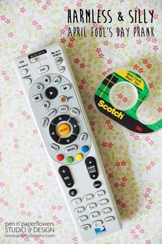 Cover the remote sensor with a piece of tape. - 20 Best April Fool's Day Pranks to Fool Friends and Family Funny April Fools Pranks, April Fools Day Jokes, Funny Pranks, April Fools Pranks For Adults, Pranks For Kids, Good Pranks, Awesome Pranks, Simple Pranks, Diy