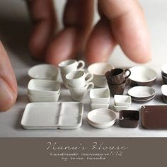 Micro-Replicas of Food and Household Items Made From Clay by Tomo Tanaka tomo-tanaka-micro-replica Mini Kitchen, Miniature Kitchen, Miniature Crafts, Miniature Food, Miniature Dolls, Miniature Houses, Clay Miniatures, Dollhouse Miniatures, Crea Fimo